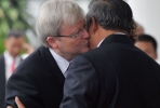 Prime Minister Kevin Rudd (L) hugs Indonesian President Susilo Bambang Yudhoyono (R) as they meet at Presidential Palace in Bogor, southern Jakarta, on July 5, 2013. Photo by AFP/ Bay Ismoyo.
