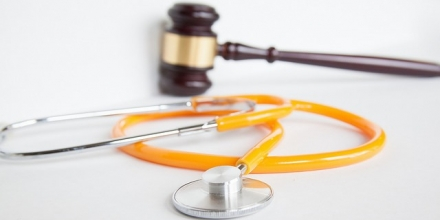 image of stethoscope and gavel, from http://www.weisspaarz.com/