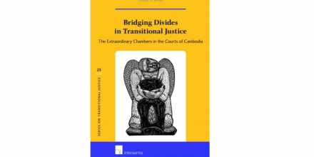Bridging Divides in Transitional Justice: The Extraordinary Chambers in the Courts of Cambodia bookcover