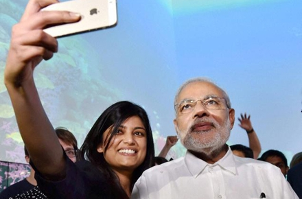 India PM Narendra Modi poses for a photo with an Australian Indian.