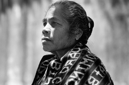 Veronica Pereira Maia, Sydney, 1996. 'I wove this tais and wove in the names of all the victims of the massacre in Dili on 12 November 1991'. Photo by Ross Bird.